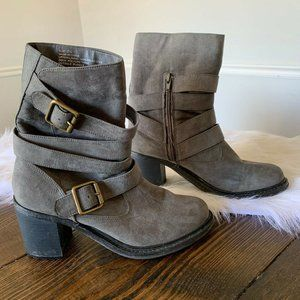 American Eagle Outfitters Gray Chunky Buckle Boots